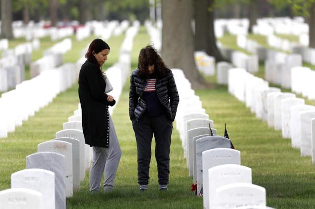 Nowy Jork zadba o rodziny zmarłych na pierwszej linii frontu walki z Covid-19 /Peter Foley /PAP/EPA