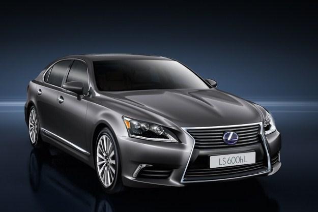 Nowy lexus LS 600h /