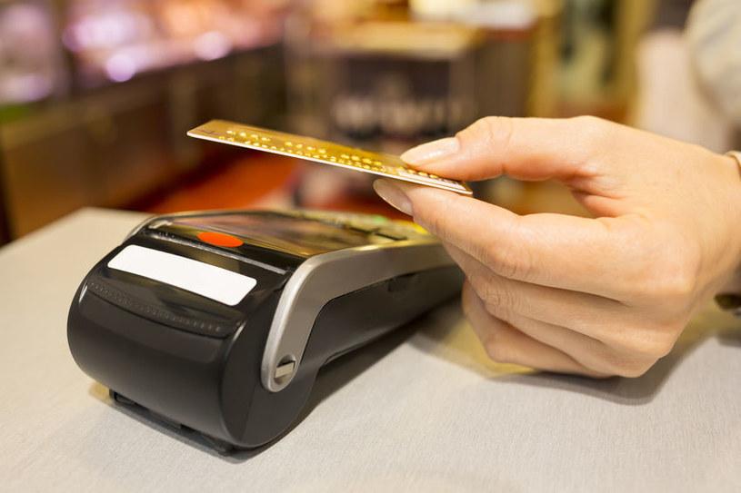 Nowy obowiązek ma dotyczyć tych przedsiębiorców, którzy oferują płatności kartą oraz tych, którzy stosują kasy online /123RF/PICSEL