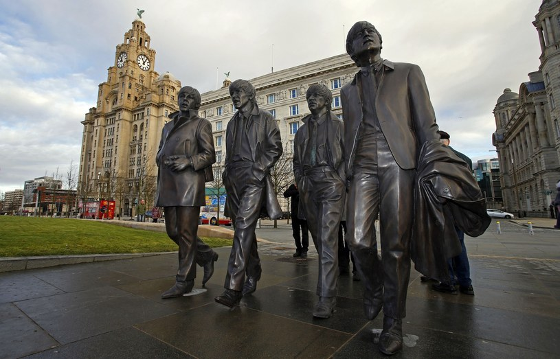 Nowy pomnik Beatlesów odsłonięto w 2015 roku na przystani Pier Head / PA Wire    /East News