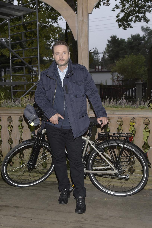 Nowy rower ojca Mateusza /Gałązka /AKPA