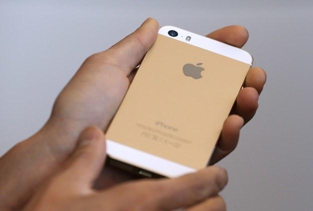 Nowy smartfon Apple wykonany jest rewelacyjnie /AFP