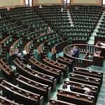 Nowy sondaż: PiS z dużą przewagą, w Sejmie 5 ugrupowań