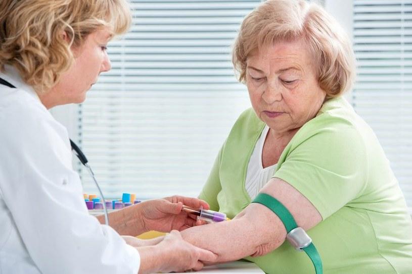 Nowy test wykrywający chorobę Alzheimera polega na badaniu krwi. /123RF/PICSEL
