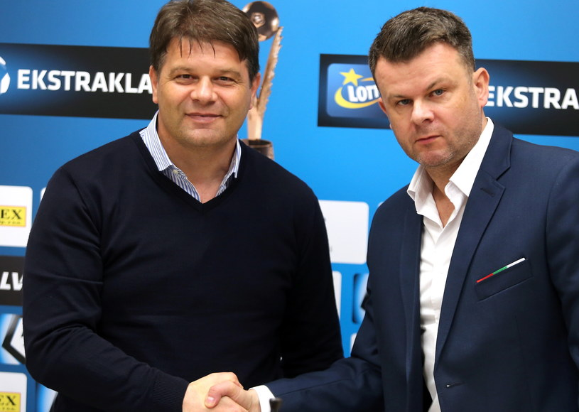 Nowy trener Zagłębia Sosnowiec Radosław Mroczkowski (z lewej) i prezes klubu Marcin Jaroszewski / Andrzej Grygiel /PAP