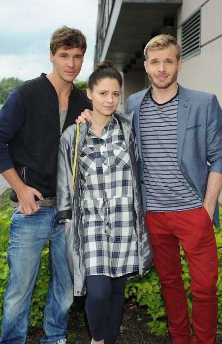 Nowy trójkąt miłosny? Artur (Tomasz Ciachorowski), Iza (Adrianna Kalska) i Marcin (Mikołaj Roznerski) /Agencja W. Impact