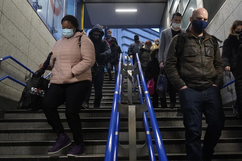 Nowy wariant koronawirusa szerzący się w Wielkiej Brytanii wywołała duże obawy /NIKLAS HALLE'N / AFP /AFP