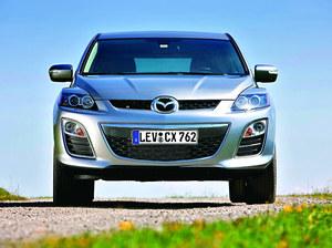 Nowy zderzak, chromowane listwy - facelifting CX-7 był kosmetyczny. /Mazda