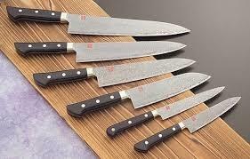 Noże w zmywarce /© Photogenica