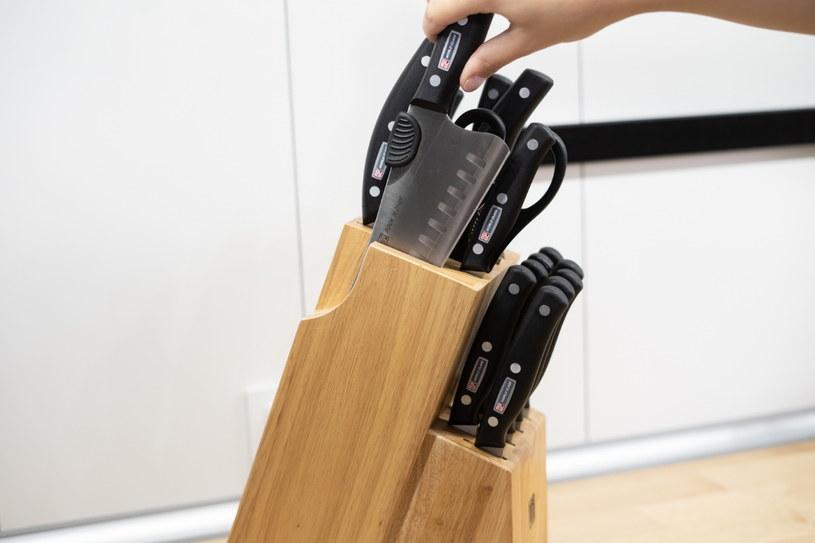 Noże warto przechowywać w miejscu, do którego mamy łatwy dostęp /INTERIA.PL