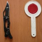 Nożem i lizakiem o parking