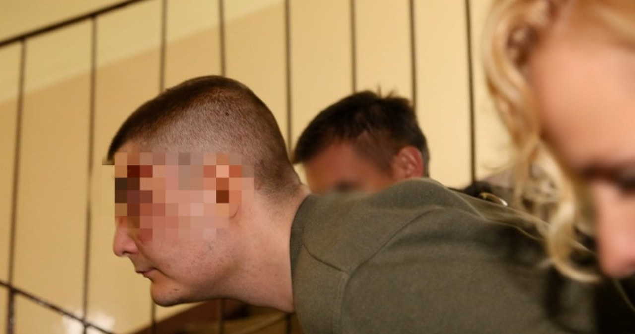 Nożownicy z Krakowa w drodze na przesłuchanie