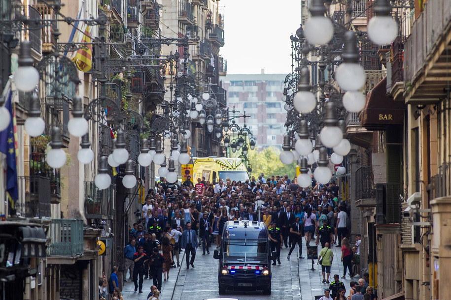 Nożownik wkroczył na komisariat kilka dni po pierwszej rocznicy zamachów w Barcelonie /ALEJANDRO GARCIA  /PAP/EPA