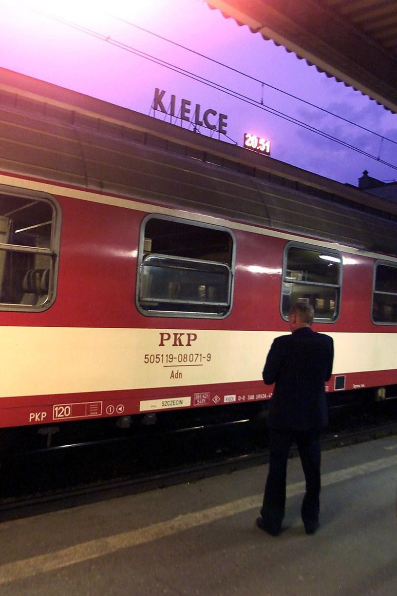 Nożownik zaatakował 58-letniego mężczyznę w pociągu na kieleckim dworcu PKP. /Paweł Krzemiński /East News