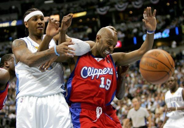 Nuggets - Clippers 86:100. Carmelo Anthony w walce z Samem Cassellem /AFP