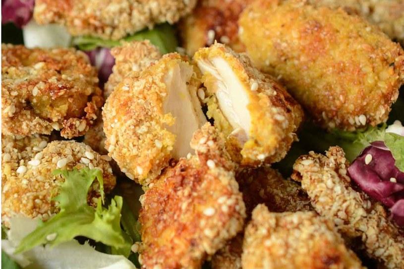 Nuggetsy (kawałki kurczaka w panierce) /materiały prasowe