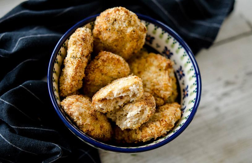 Nuggetsy z kurczaka to szybkie, pyszne danie, które wymaga bardzo mało zachodu /INTERIA.PL