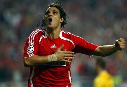 Nuno Gomes celebruje drugiego gola dla Benfiki /AFP
