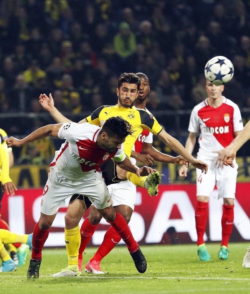 Nuri Sahin w starciu z graczami AS Monaco /AFP