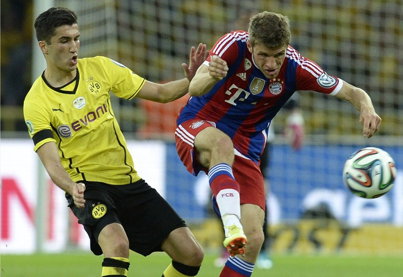Nuri Sahin (z lewej) w meczu z Bayernem Monachium /AFP