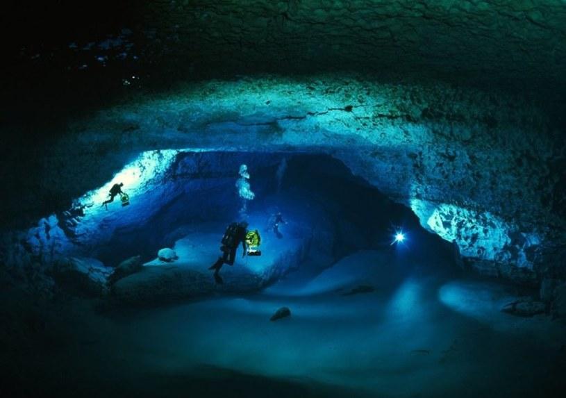 Nurkowanie jaskiniowe może dostarczyć niesamowitych wrażeń wizualnych /123RF/PICSEL