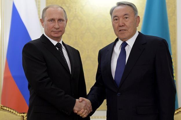 Nursułtan Nazarbajew (P), prezydent Kazachstanu i Władimir Putin, przywódca Rosji /AFP