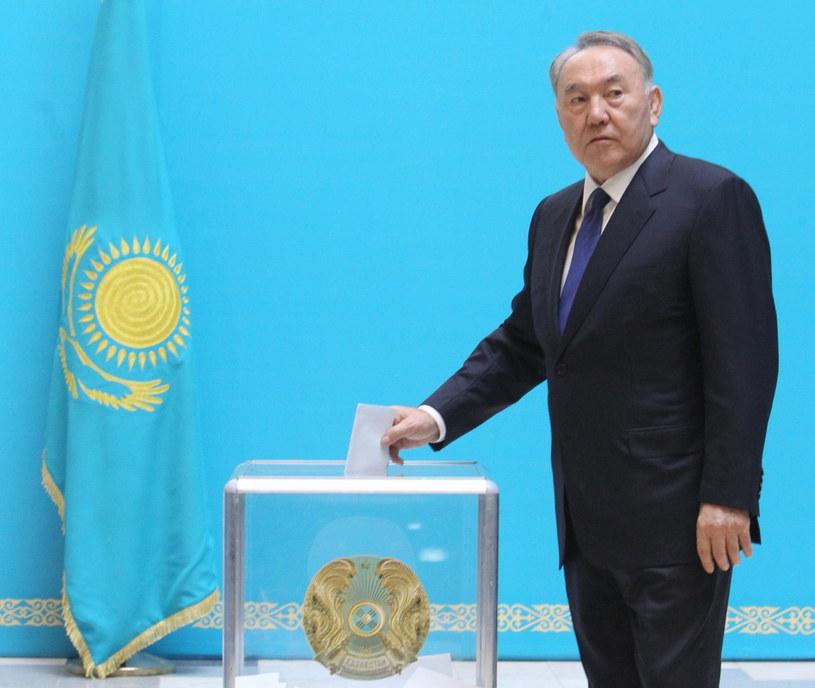 Nursułtan Nazarbajew podczas głosowania /PAP