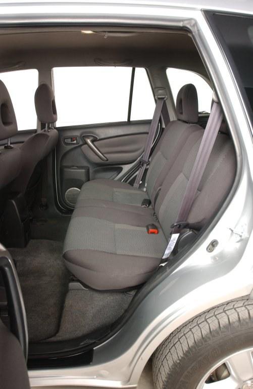O 8 cm większy rozstaw osi niż w RAV4 I to zbawienie dla pasażerów jadących z tyłu. /Motor