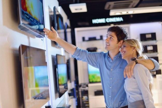 O czym należy pamiętać podczas kupowania telewizora - podstawowe informacje /123RF/PICSEL