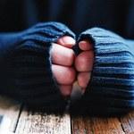 O czym świadczą zimne dłonie