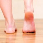 O czym świadczy ból pięt podczas chodzenia?