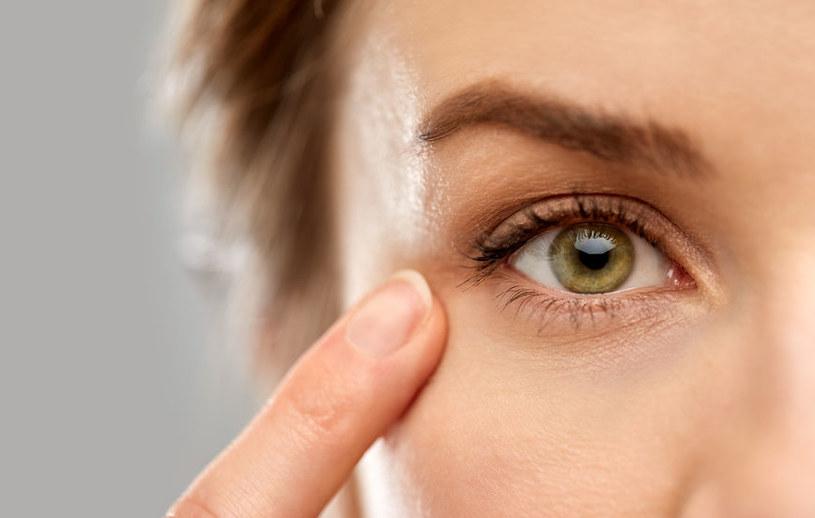 O czym świadczy drgająca powieka? /©123RF/PICSEL