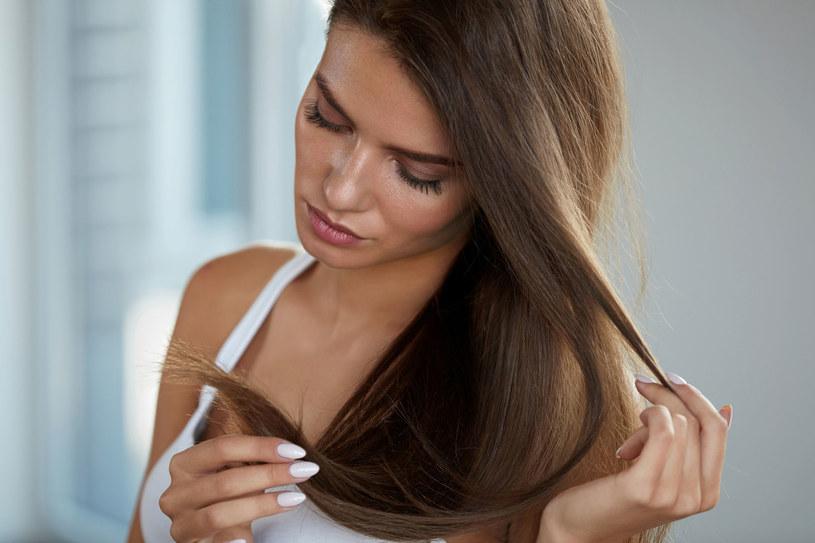 O długie włosy sama możesz zawalczyć naturalnymi sposobami /©123RF/PICSEL