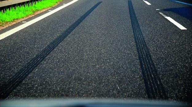 O drodze hamowania zwykle w większym stopniu decyduje przyczepność opon niż sam układ hamulcowy. /Motor