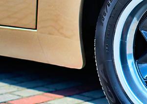 """O dziwo, """"944"""" nie rdzewieje. Jedyne miejsce narażone na korozję to końcówki progów. /Motor"""