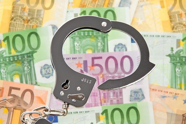 O ile przestępczość kryminalna jest w odwrocie, o tyle gospodarcza rozwija skrzydła /©123RF/PICSEL