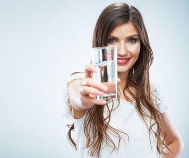 O jakiej porze dnia należy pić wodę?