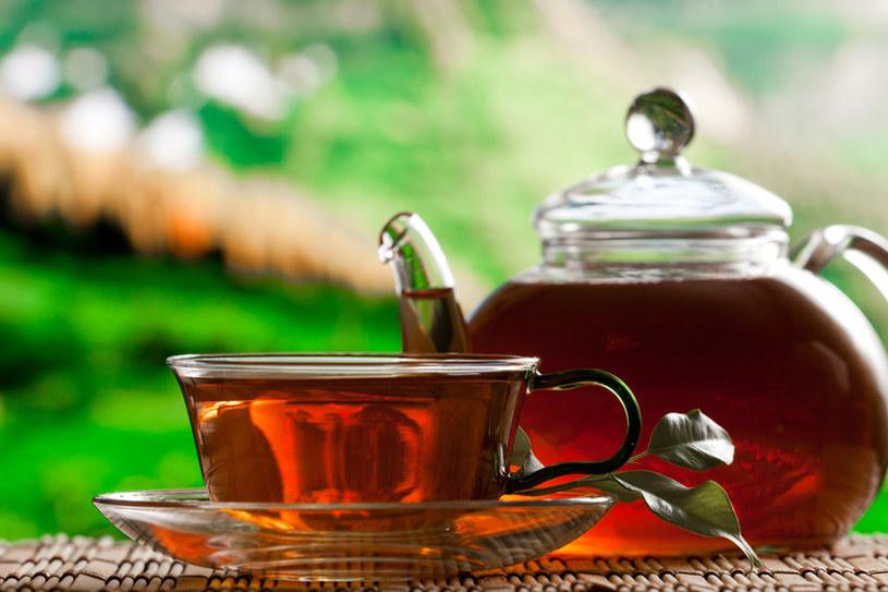 O kawie słyszał każdy, ale herbata też doprowadza do wypłukiwania magnezu z organizmu /123RF/PICSEL