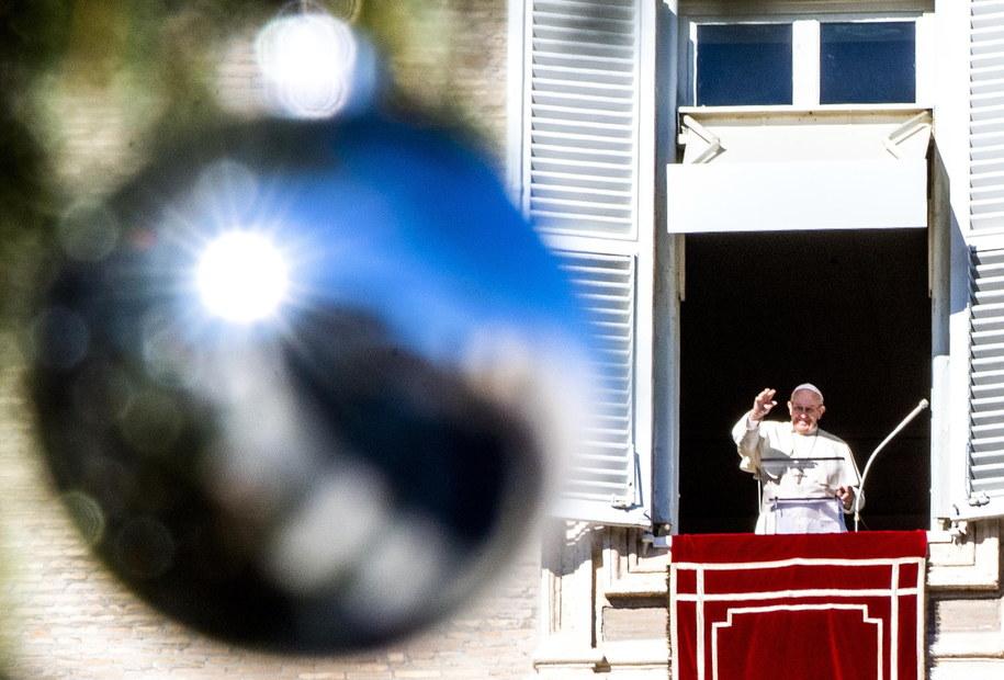 """O """"logice przebaczenia i miłosierdzia"""" mówił papież Franciszek podczas spotkania z wiernymi w drugi dzień świąt Bożego Narodzenia /CLAUDIO PERI /PAP/EPA"""