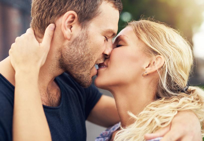 """O mononukleozie mówi się """"choroba pocałunków"""" /123RF/PICSEL"""