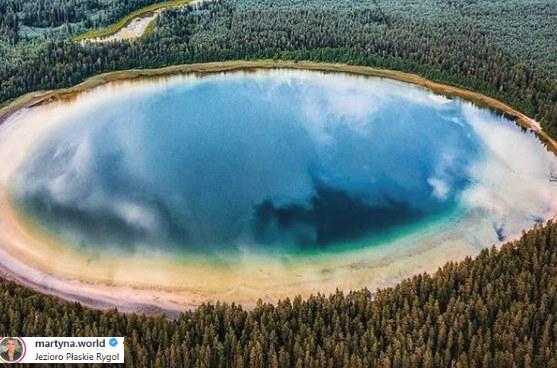 O pięknie Jeziora Płaskiego napisała Martyna Wojciechowska /Instagram