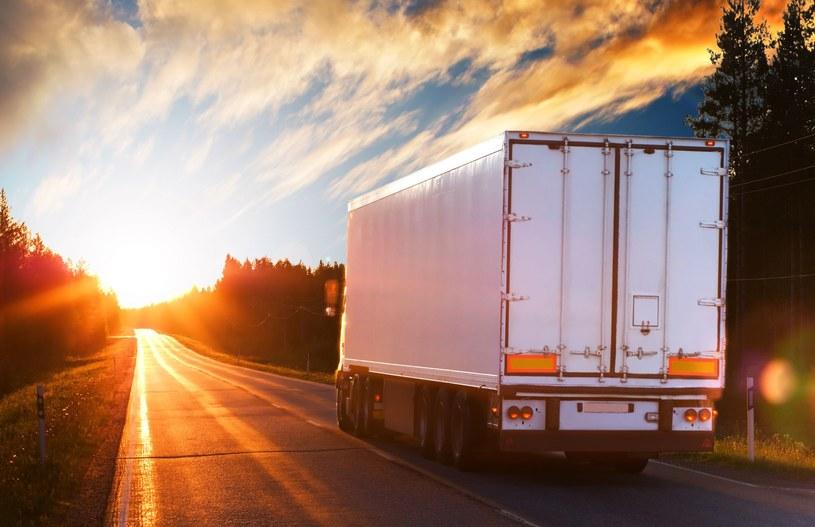 O północy z poniedziałku na wtorek straciły ważność pozwolenia na transport samochodowy towarów do Rosji /Andrey Tirahov /123RF/PICSEL