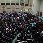 """O prądzie w Sejmie. """"Posłowie nie wiedzą, nad czym głosują"""""""