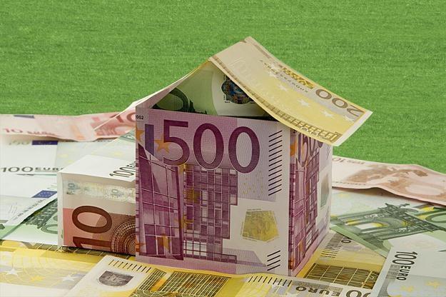 O prawie 12 proc. spadła przez ostatnie pół roku rata kredytu hipotecznego w euro /© Panthermedia