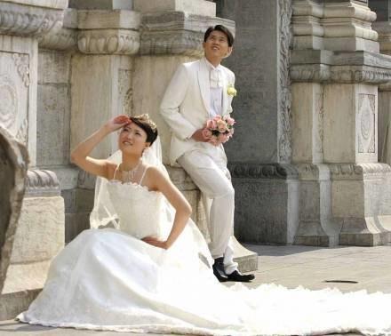 O ślubie w plenerze Polacy mogą tylko pomarzyć /AFP