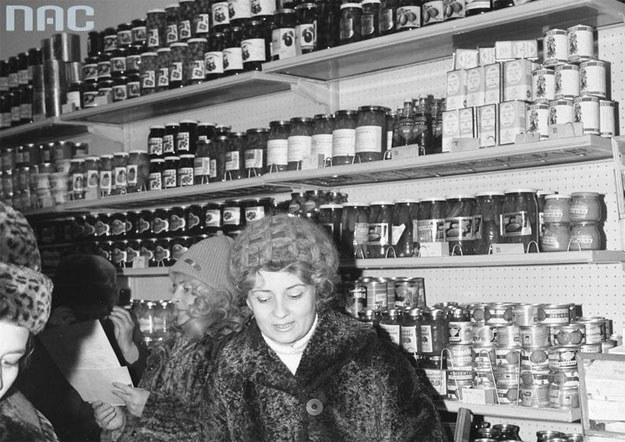 O tak zaopatrzonych sklepach Polacy mogli pomarzyć (zdjęcie ilustracyjne) /Z archiwum Narodowego Archiwum Cyfrowego