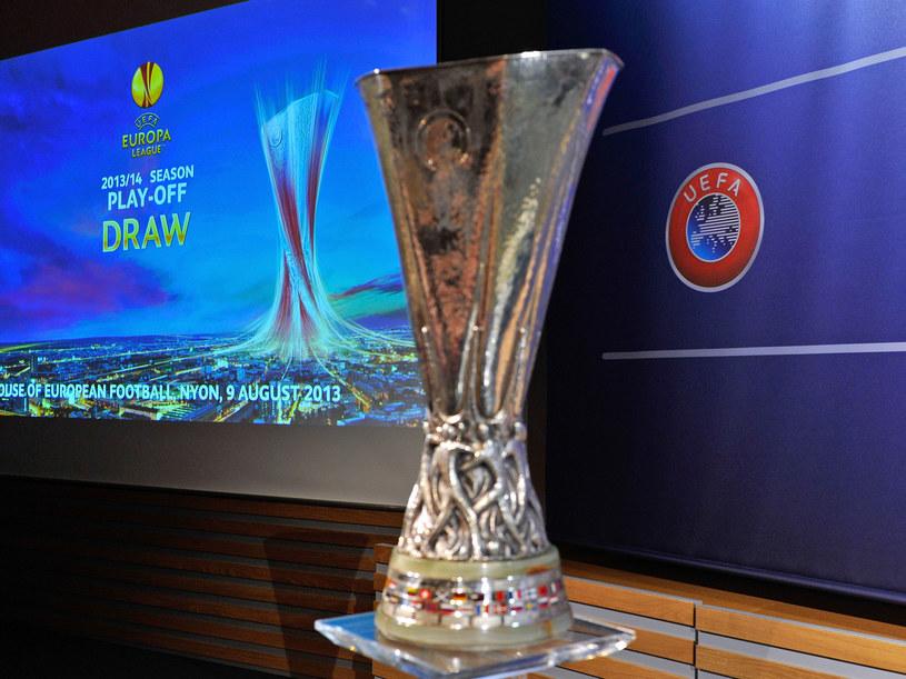 O to okazałe trofeum rywalizują drużyny w Lidze Europejskiej /AFP