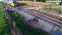 O włos od tragedii na niestrzeżonym przejeździe kolejowym