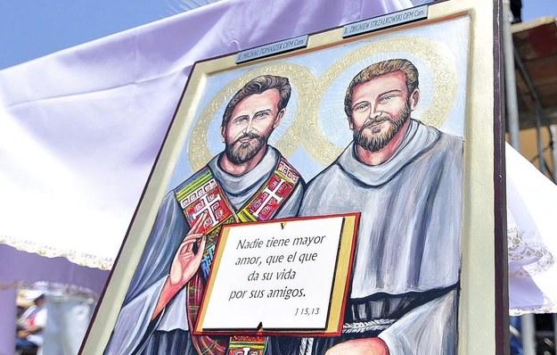 O. Zbigniew Strzałkowski i o. Michała Tomaszek zostali wyniesieni na ołtarze 5 grudnia 2015 r. w Chimbote w Peru / STR   /PAP/EPA