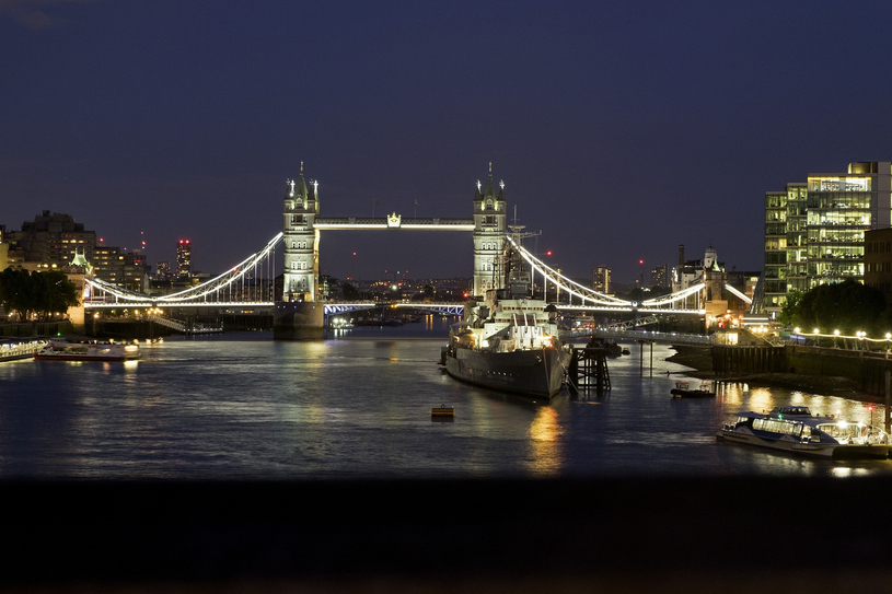 O zmroku Londyn staje się miastem z filmów i powieści sensacyjnych, fot. Marek Michalak /East News